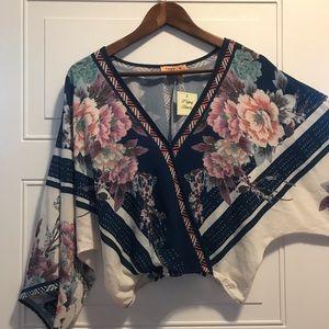 🎉NWT Flying Tomato|Kimono style top|Size M